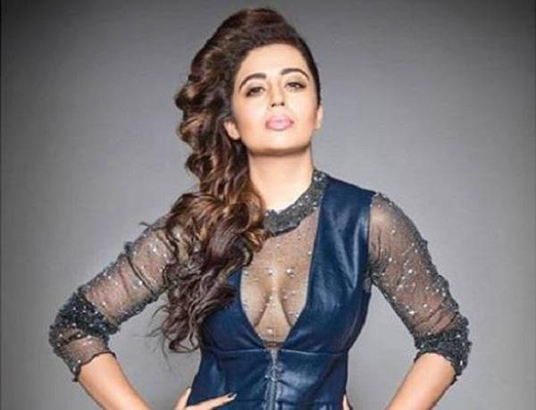 actress neha unrecognizable in her latest bold look sc nu