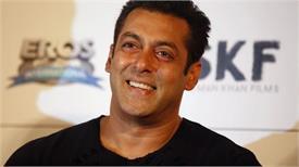 सलमान खान के घर हुई आत्महत्या की कोशिश तो पैडमैन एक्ट्रेस ने जड़ा Co-Star को थप्पड़