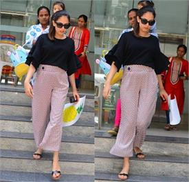 mira rajput with daughter misha kapoor spotted at bandra