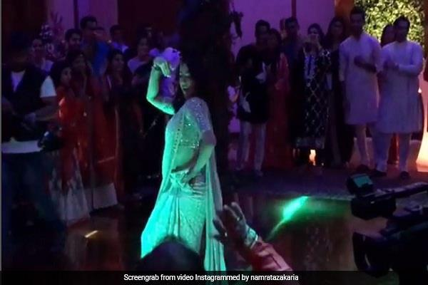 sara ali khan dances on reception party