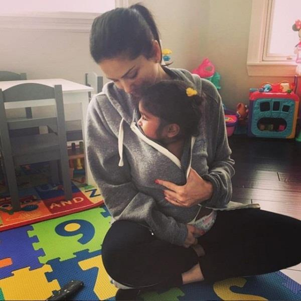 sunny leone share pictures with baby girl nisha
