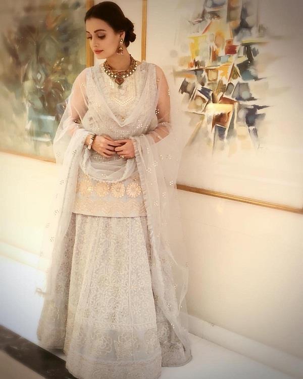 dia mirza traditional look is perfect for bridal