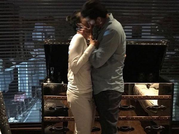 mahesh babu kiss with wife namrata photo viral