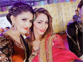 VIRAL: सपना चौधरी ने लगाए अर्शी खान के साथ 'लटके-झटके', वीडियो मचा रहा है धमाल