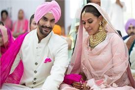 नेहा धूपिया ने दो साल छोटे एक्टर अंगद बेदी से रचाई शादी, देखें तस्वीरें