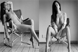 बिकिनी पहन कुर्सी पर बैठे सनी ने दिखाईं कातिलाना अदाएं, तस्वीरों में खूब लगा रही हैं बोल्डनेस का तड़