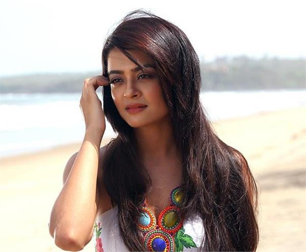 surveen chawla cheating case 40 lakh