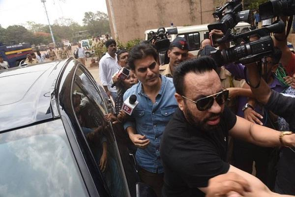 actor arbaaz khan in connection with ipl betting by mumbai cops