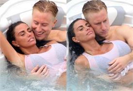 बॉयफ्रेंड के साथ नहाते हुए रोमांटिक हुईं केटी प्राइस, पानी में खिंचवाई बोल्ड तस्वीरें