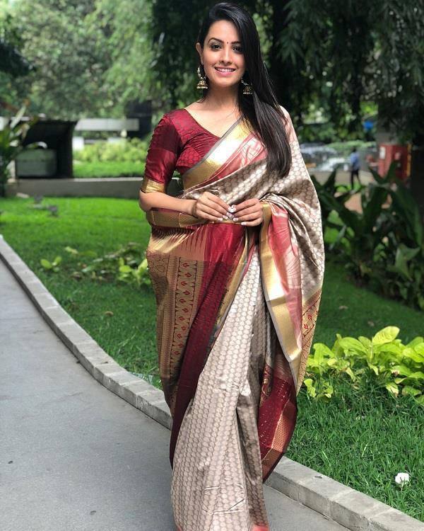 anita hassanandani desi look in saree