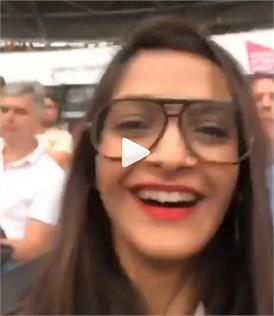 Video: बहनों के साथ लंदन में यूं मस्ती करतीं नजर आईं सोनम कपूर