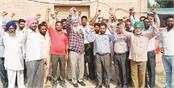 sewerage workers sloganeering against trivani company
