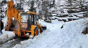 the mughal road in jammu and kashmir closed due to snowfall
