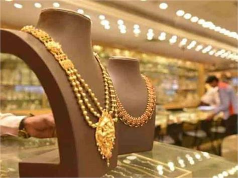 gold prices down  silver fall by rs 220