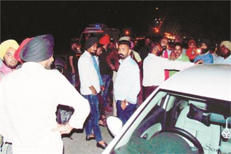 car riders took other vehicles in the grip