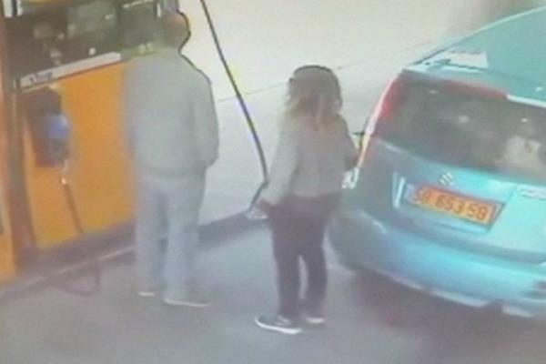 woman sets fire to car in petrol pump