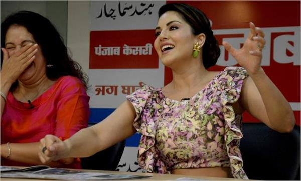 sunny leon the chandigarh punjab kesari office for movie promotion