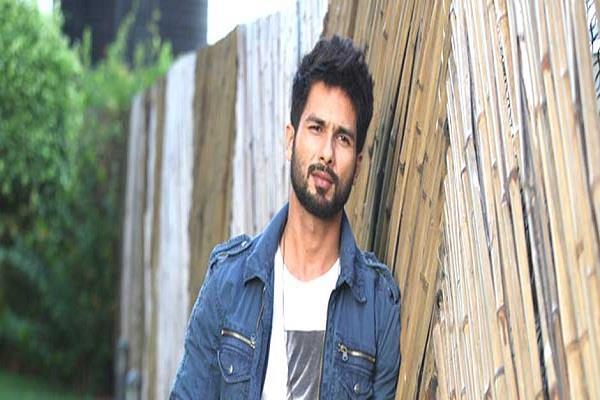 shahid kapoor falls ill on film sets batti gul meter chalu