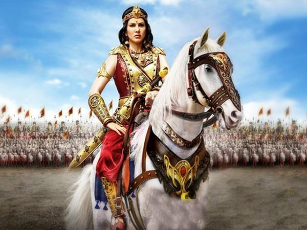 sunny leone south indian movie veermahadevi first poster release