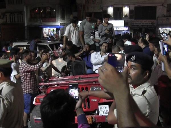 choti kashi mandi in the great khali did road show