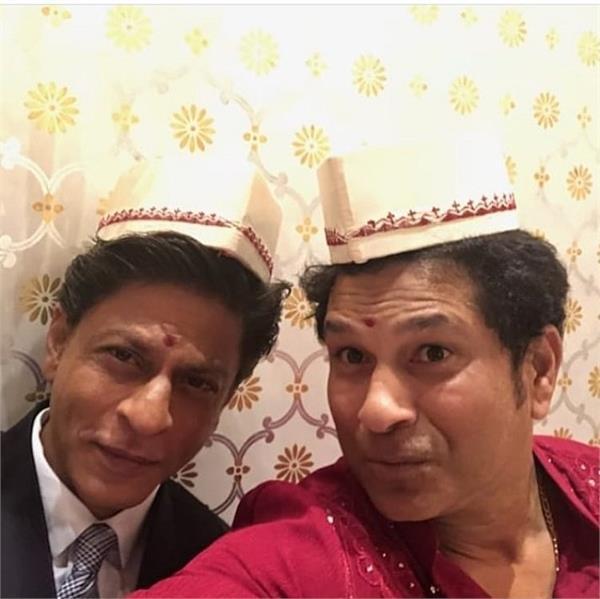 shahrukh khan and sachin tendulkar pose for selfie