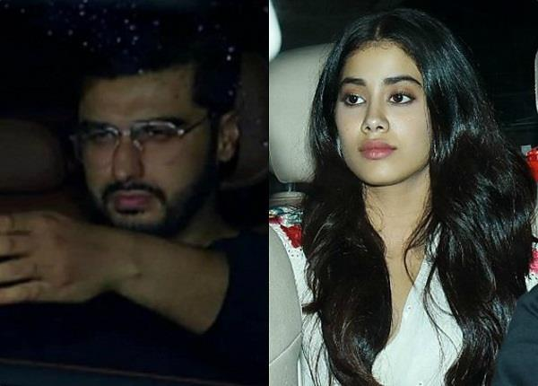 janhvi kapoor carried her sridevi pic during dhadak screening