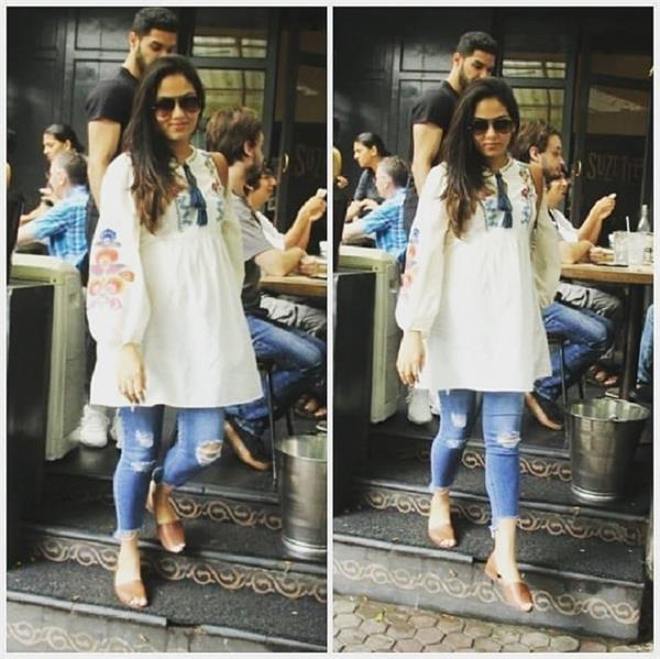 mira rajput was clicked outside a cafe