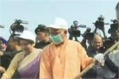 yogi start cleanliness campaign from gomti river