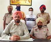 heroin  2 policemen  arrested