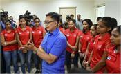 sports minister honors women  s hockey team