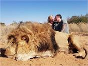 canadian couple kiss over lion  s corpse they shot on safari