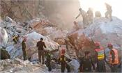 pakistan  8 dead  15 trapped in rocky slopes
