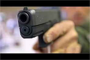 man shoots dead 17 yr old sister for   honour   in pakistan