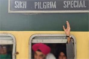 10 000 sikh pilgrims get visa for pakistan at 550th light