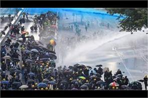 hong kong police release water blasts on protesters