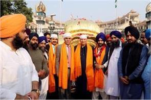1100 indian sikh arrive in pak to celebrate guru nanak s 550th birth anniversary