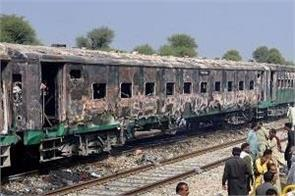 pakistan train accident  cremation of dead begins