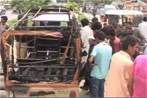 ten injured in blast in autorickshaw in lahore