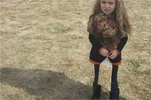 viral photo this little girl picture confuses people