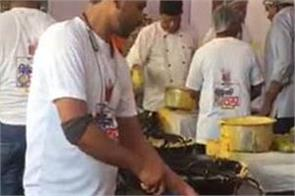 100 cooks try to make a world record by making 25 000  potato calves