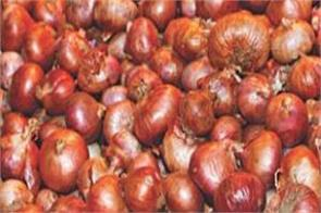 the prices of onions crossed rs 165 a kg