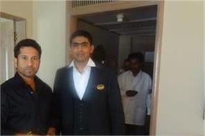 waiting for sachin tendulkar to improve batting  found waiter