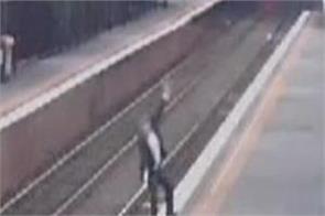warning 1000 injured drunk melbourne trains