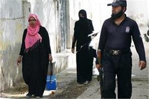 pakistan  2 policemen killed for protecting polio workers
