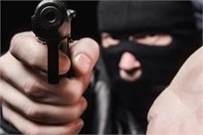 gurdaspur  police officer  lakhs of rupees  loot