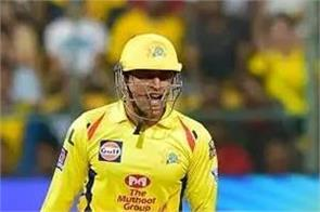 it is difficult to persuade dhoni to give rest  hussey