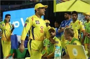former cricketers criticize ms dhoni