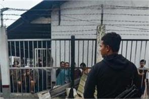 indonesia prisoner  violence escapes  34 prisoners run