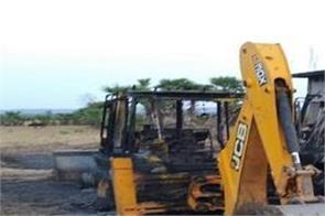 naxalites fire tractor bihar