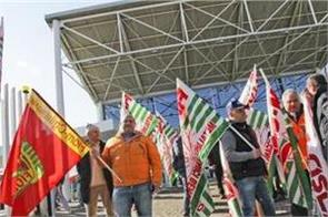 the exhibition performed by workers in italy increased the wages